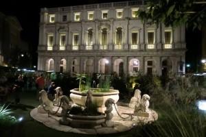 Piazza Vecchia po setmění