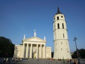 Náměstí u katedrály se zvonicí