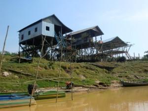 Dům na dřevěných kůlech